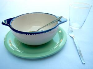 Restgeschirr aus Keramik und Glas